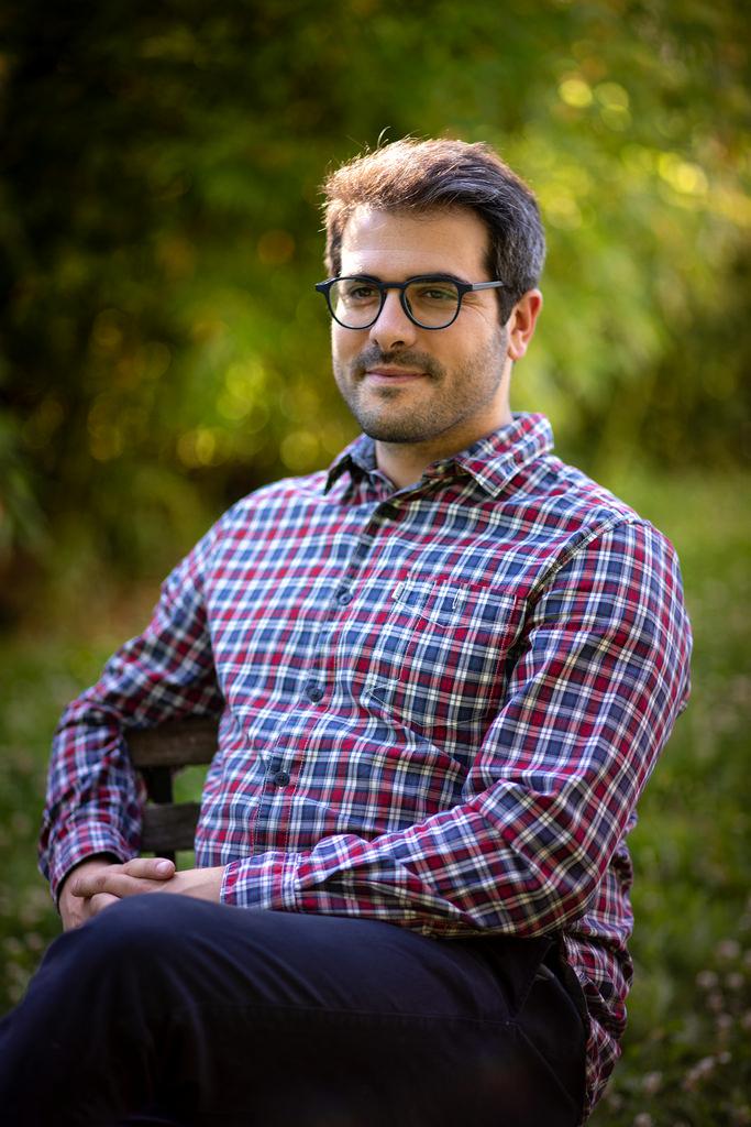 Portrait professionnel d'un homme en extérieur