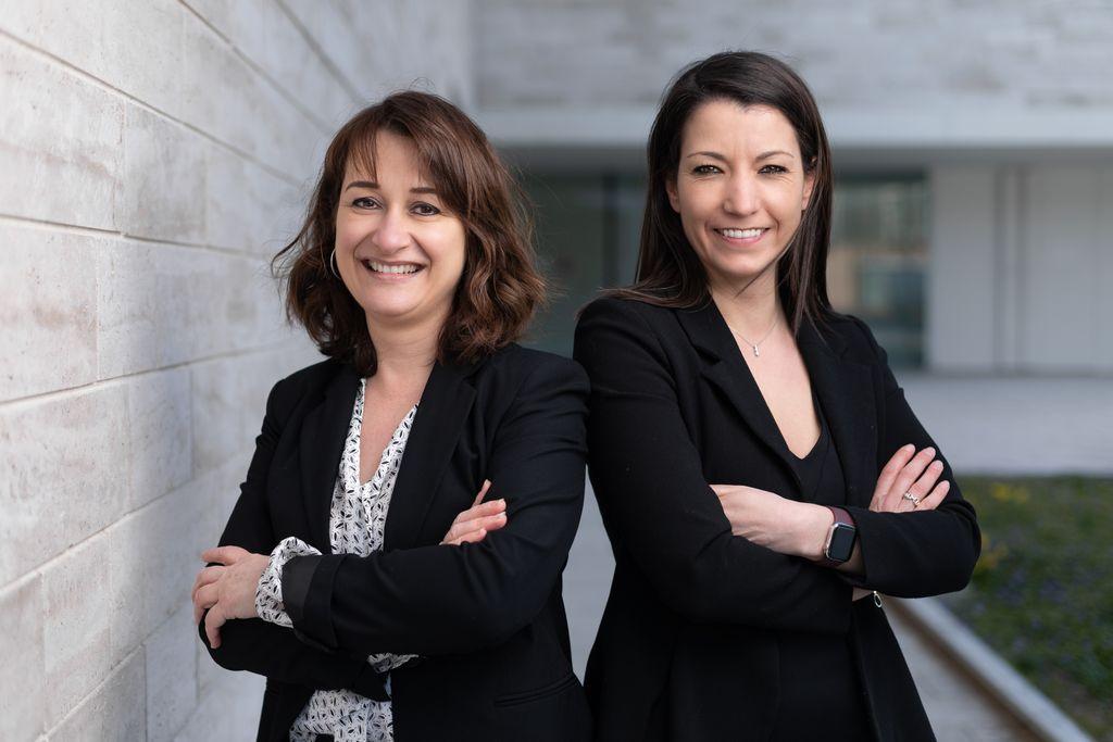 Portrait professionnel de 2 femmes en extérieur