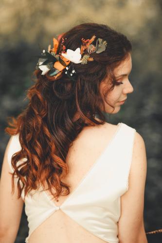 Coiffure de la mariée, couronne florale