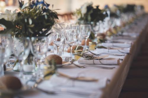 Table dressée de mariage, avant l'arrivée des invités