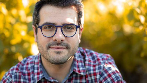 Portrait en extérieur par Valentin Napoli, photographe professionnel