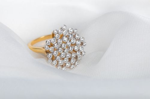 Bague or et diamants - par Valentin Napoli, photographe à Nantes