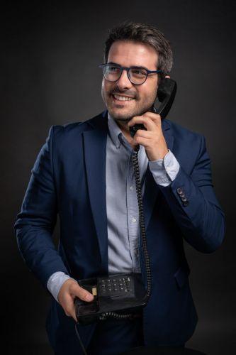 Portrait professionnel homme au téléphone
