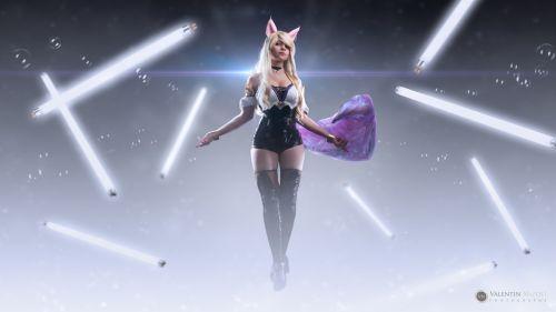 Photo créative personnage de cosplay féminin