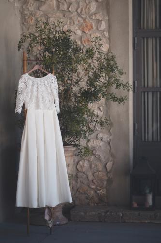 Robe de la mariée sur un cintre