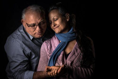 Couple amoureux et plein de tendresse