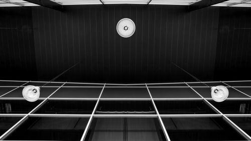 Photographie d'architecture intérieure en contre-plongée