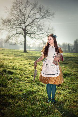 Portrait créatif jeune femme en personnage cosplay