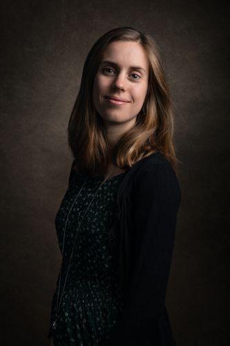 Portrait de jeune femme enceinte de profil