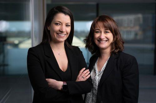 Femmes entrepreneurs en costume professionnel